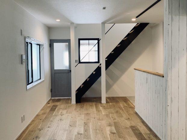 完成☀︎ アイアン階段が主役のお家