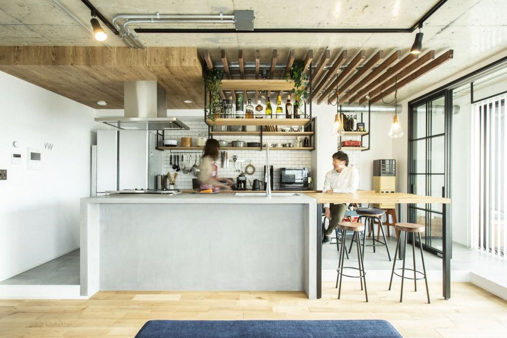 インナーバルコニーがある、モルタルキッチンが主役のお家☀︎